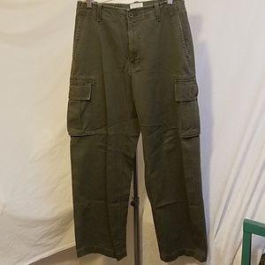 Final The GAP Standard Cargo Pants, size 29 x 30